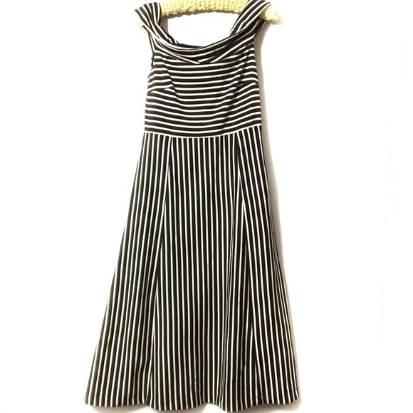Banana Republic Dresses & Skirts - Banana Republic maxi dress size 10 black white EUC